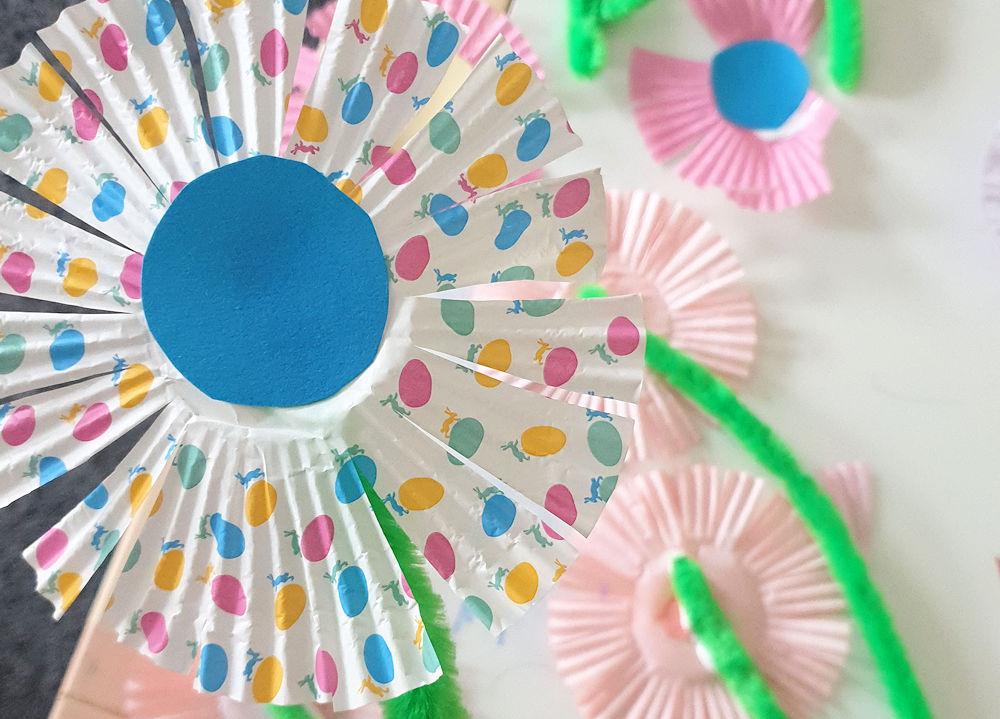 Basteln Mit Kindern Eine Blume Aus Muffin Förmchen Heldenhaushalt