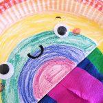 Ein Regenbogen aus Papptellern – Basteln für den Frühling!