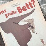 """""""Ins große Bett?"""" von Kris Giacomo und Coralie Saudo #Rezension"""