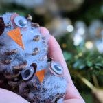 Magische Woche – Kleine Eulen aus Tannenzapfen basteln #Creadienstag
