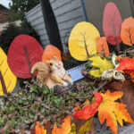 Basteln mit Kindern – Einfache bunte Herbstbäume fürs Fenster