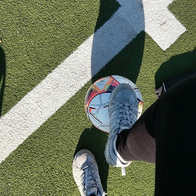 Werbung wg Markenerkennung. - Vielleicht spiele ich zur Abwechslung einfach mal mit 😅  #fussballverein #fussballmutti #fussball #wirsindfussballeltern #undtäglichgrüsstdasmurmeltier #fußballplatz #fussballkind
