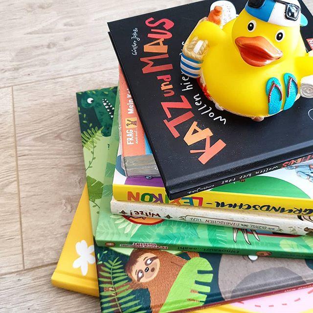 Werbung wg Markennennung - Wenn der Postbote klingelt und einen schweren Karton von @carlsenverlag bereit hält, dann ist es wohl wieder Zeit für die Bücherbox. So tolle Lesestunden waren wieder dazwischen,  die ich euch bei Gelegenheit mal zeige. Einen schnellen Eindruck bekommt ihr schon mal in der Story.  #CarlsenVerlag #bücher #bücherbox #kinderbuchliebe #kinderbuchlesen #kinderbuchblogger #kinderbuchblog #kinderbuch #kinder #empfehlung #lesen #lebenmitkindern #jungsmama #momoftwo #mamaglück #alltag
